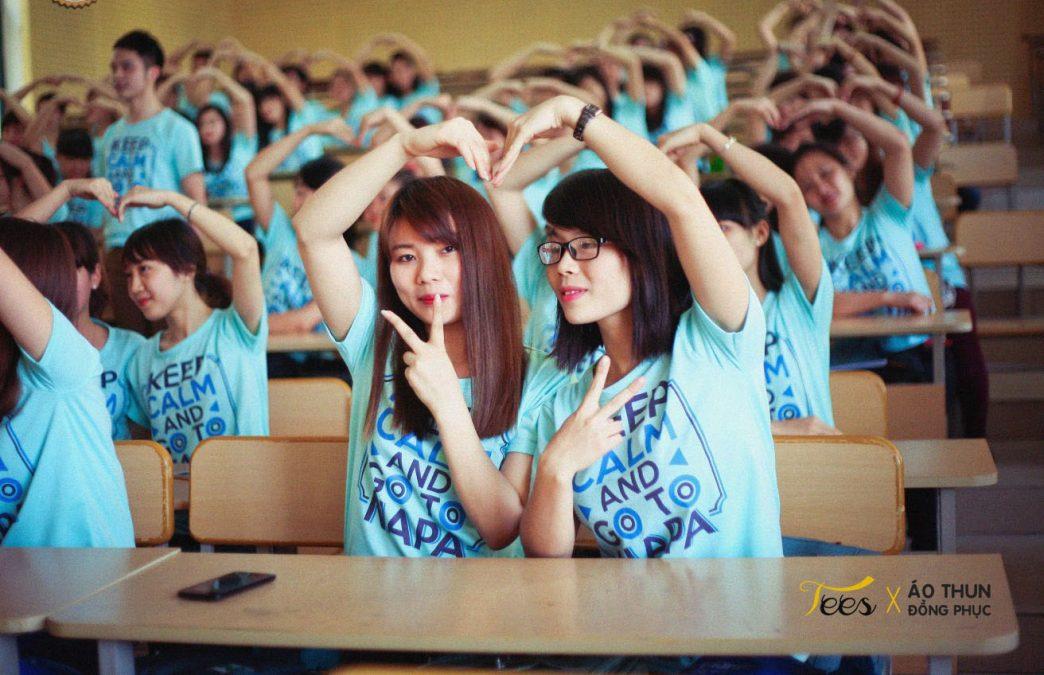 KH13HCH3 16 1044x675 - Tổng hợp các mẫu áo lớp đẹp màu xanh dương