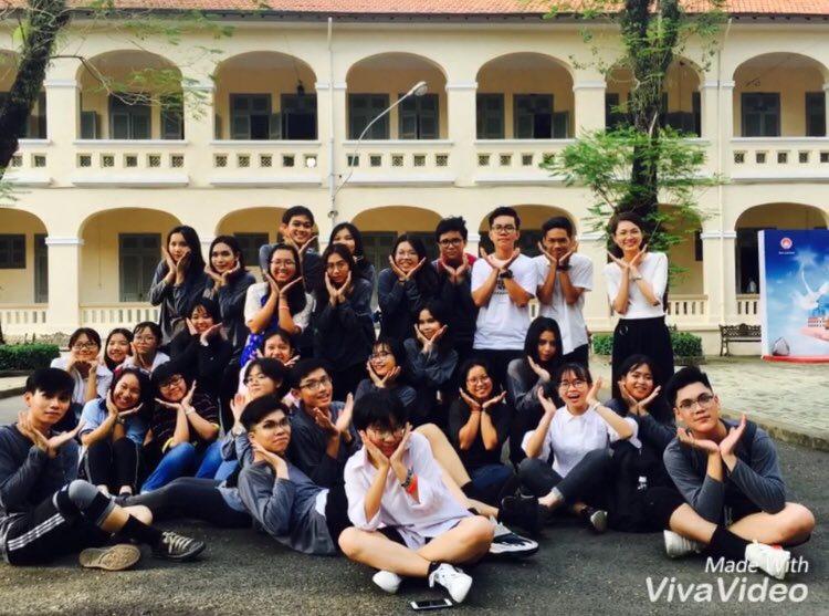 Áo khoác lớp 10CV2 – THPT chuyên Lê Hồng Phong