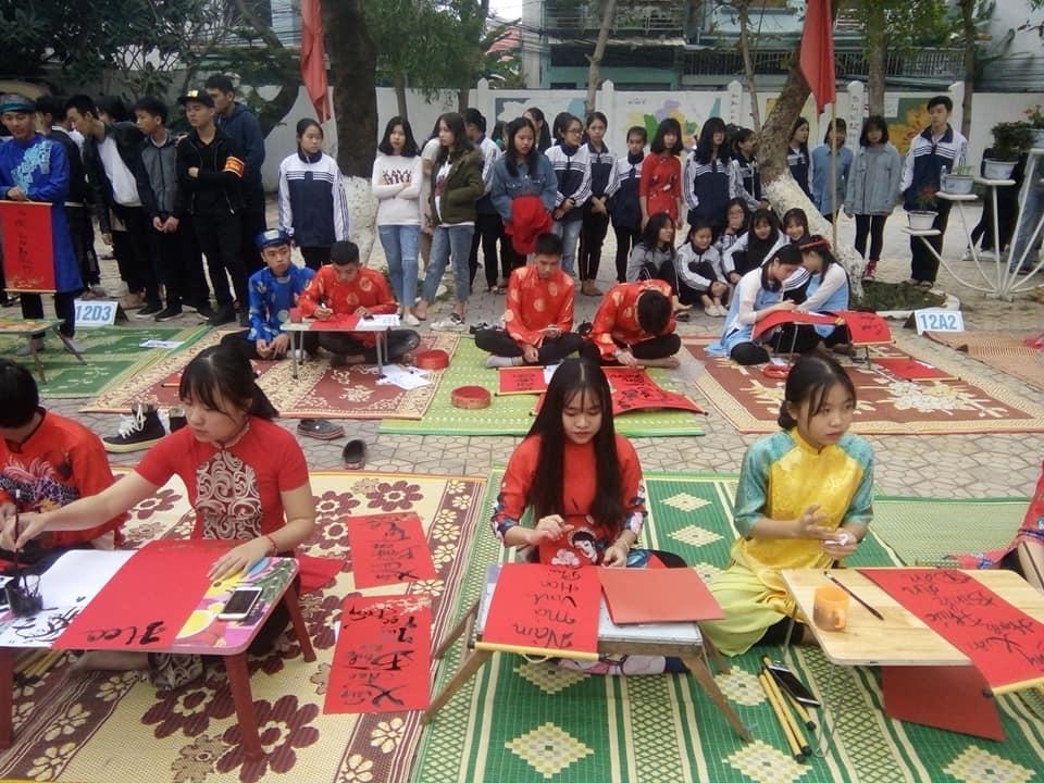 Áo thun đồng phục lớp tay lửng (tay lỡ) lớp 12A7 trường THPT Nguyễn Trường Tộ