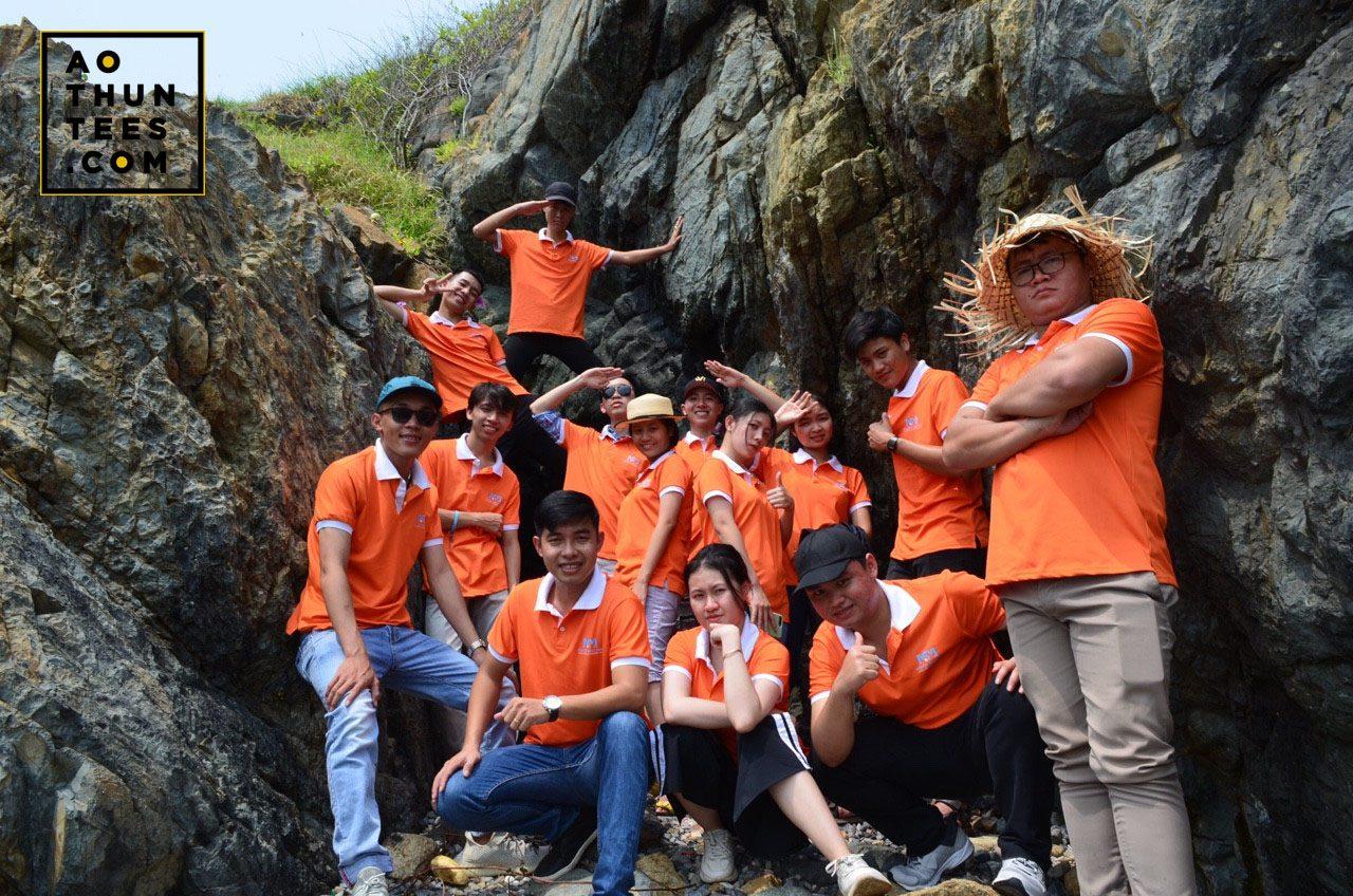Học sinh du học Nhật Bản được nhuộm cam trong màu áo thun đồng phục tại Nguồn Sáng Mới